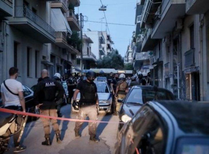 Πετράλωνα: Ασύλληπτος εξακολουθεί να παραμένει o αλλοδαπός άντρας