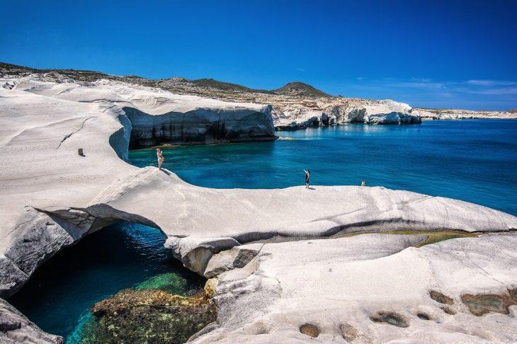 Καλύτερες παραλίες στην Ελλάδα: Οι 8 κορυφαίες επιλογές για αξέχαστα μπάνια σε γαλάζια νερά