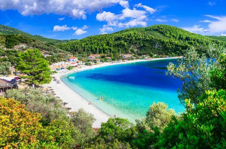 Σκόπελος: Ένα νησί όλο δάσος – Εκεί όπου το πράσινο σμίγει με το γαλάζιο