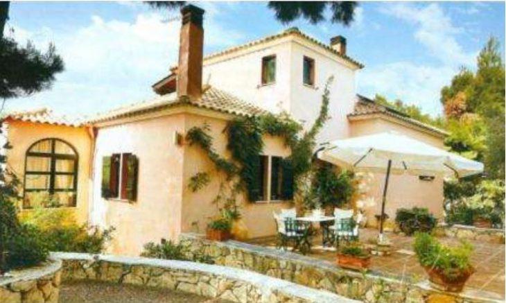 Σπίτια διάσημων Ελλήνων: Οι πιο εντυπωσιακές κατοικίες τους στην Ελλάδα