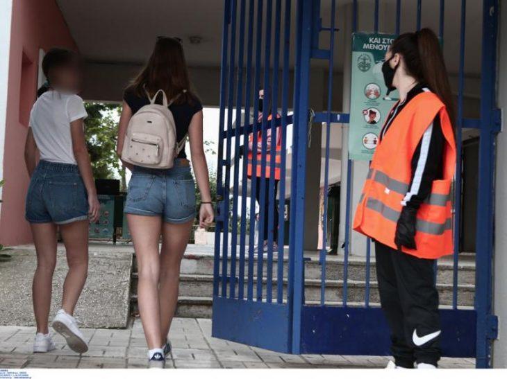 Θεσσαλονίκη: Διευθύντρια απαγόρευσε τα σορτσάκια και τις κοντές φούστες στα κορίτσια