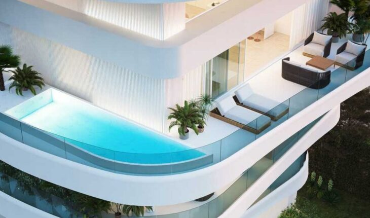 Γλυφάδα σπίτι: Εντυπωσιακό με πισίνα σε κάθε μπαλκόνι