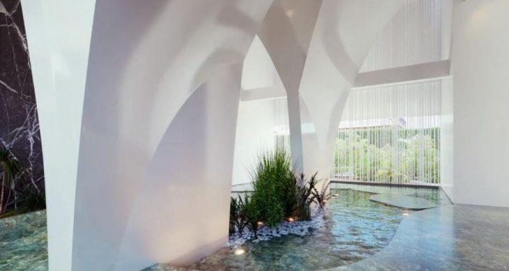 Υπερλούξ πολυκατοικία στη Γλυφάδα με πισίνα σε κάθε μπαλκόνι και εσωτερικό σαν μικρή βίλα