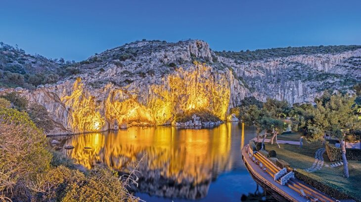 Λίμνη Βουλιαγμένης: Το σπήλαιο που έχει καταπιεί 8 δύτες