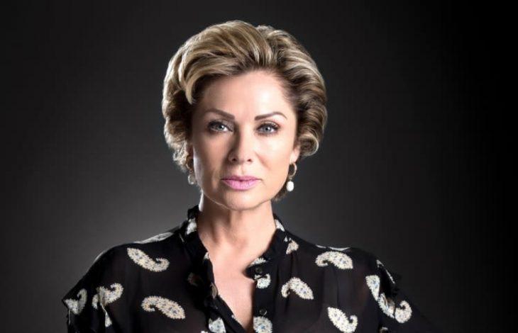 Εσμεράλντα: Η κούκλα πρωταγωνίστρια παραμένει εντυπωσιακή στα 53 της