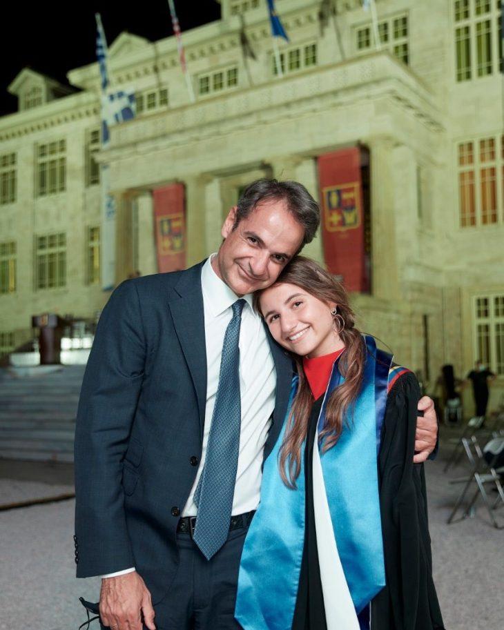 Κυριάκος Μητσοτάκης: Η ανάρτησή του για την αποφοίτηση της κόρης του από το Κολέγιο Αθηνών