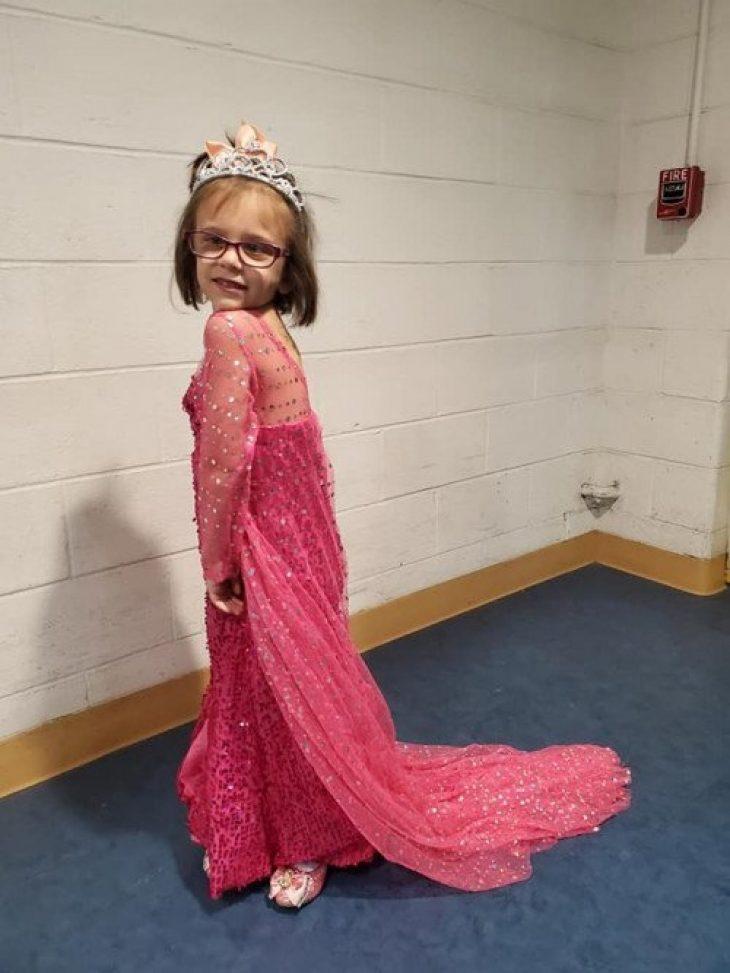 5χρονη με όγκο στον εγκέφαλο ντύνεται σαν πριγκίπισσα κάθε φορά που πάει να κάνει χημειοθεραπεία