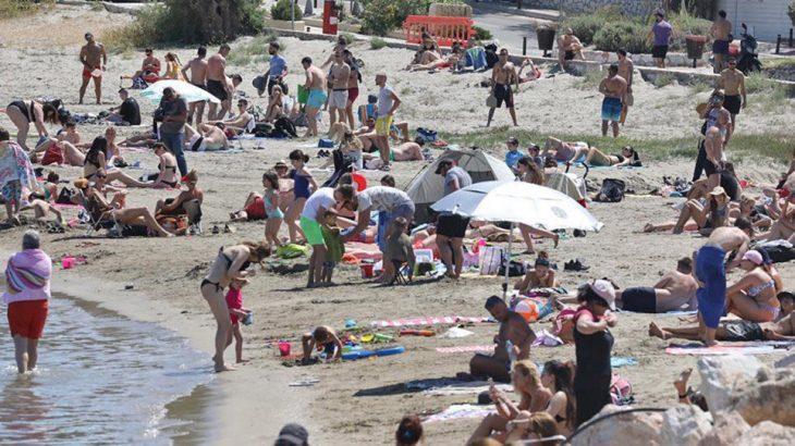 Παραλία της Ηλίας: Χαμός με βρισιές και σπρωξιές