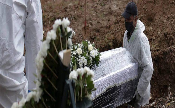 Εύβοια: Ιερέας άνοιξε φέρετρο νεκρού από κορονοϊό
