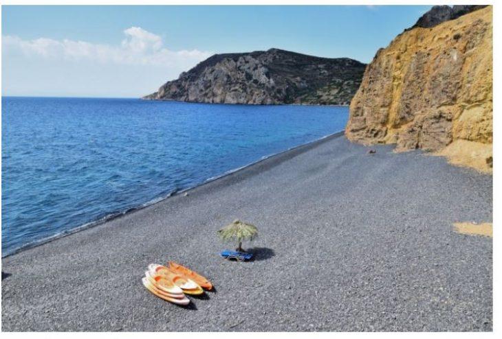 Μαύρα Βόλια: Η πιο μαύρη παραλία της Χίου