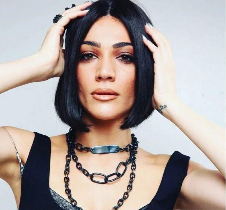 Ταιριάζει σε κάθε γύναικα:  10 διάσημες Ελληνίδες που έκοψαν καρέ τα μαλλιά τους