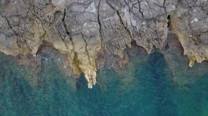 Ηράκλειο: Την κουβάλησε κολυμπώντας λιπόθυμη στην σπηλιά