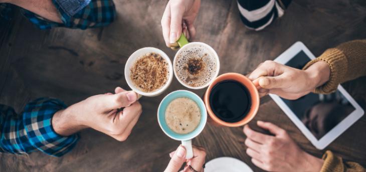 Καφές για ανεμβολίαστους: Θα τον πληρώνουν 60 έως 80 ευρώ παραπάνω