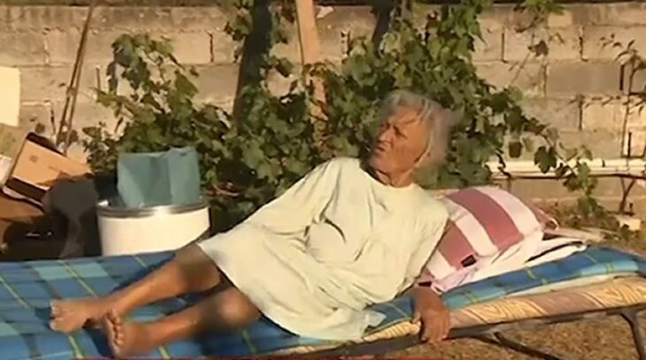 Βαρυμπόμπη: 92χρονη αρνείται να εγκαταλείψει το καμένο σπίτι της