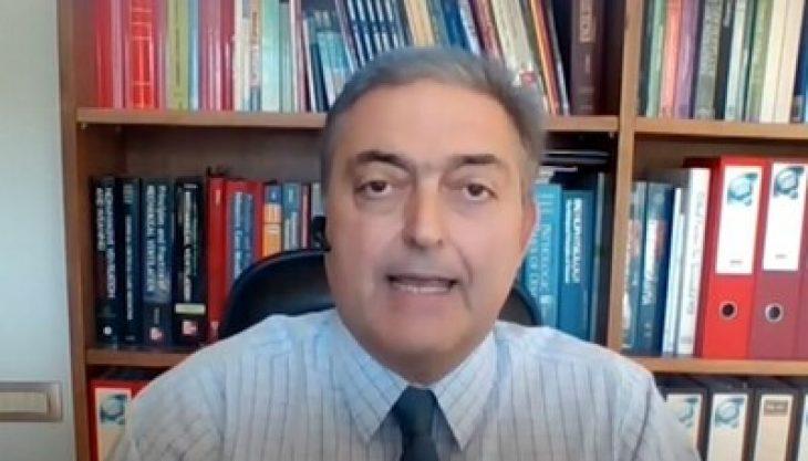 Θεόδωρος Βασιλακόπουλος: «Όλοι αυτοί που με βρίζουν είναι αγράμματοι και ανορθόγραφοι»