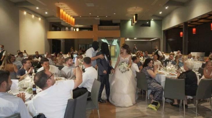 Γάμος στα Τρίκαλα: Κουκουλοφόροι πήραν το γαμπρό σηκωτό