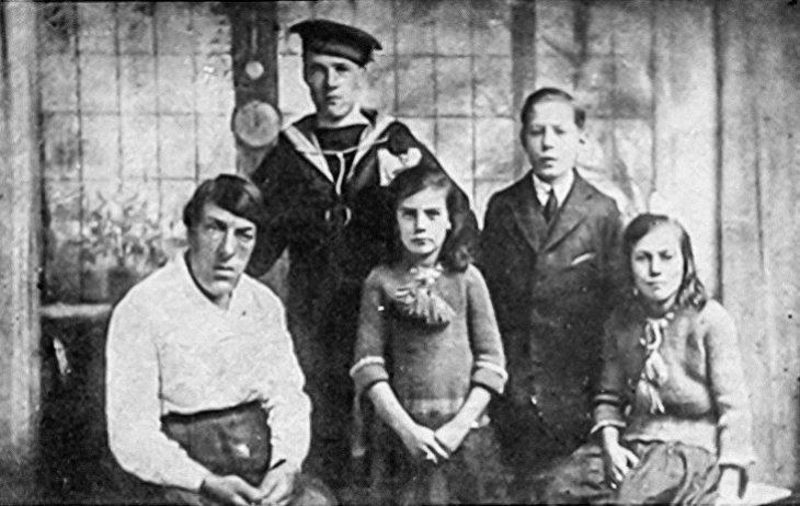 Μαύρη Χήρα: Η μάνα που έγινε περίγελος για να μεγαλώσει τα παιδιά της