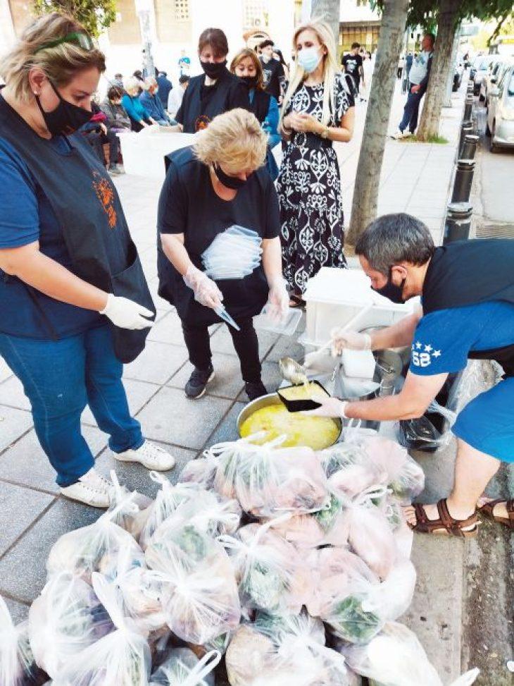 Κυριακή Φράγκου: Η σύγχρονη μητέρα Τερέζα που μαγειρεύει για τους άστεγους της Θεσσαλονίκης