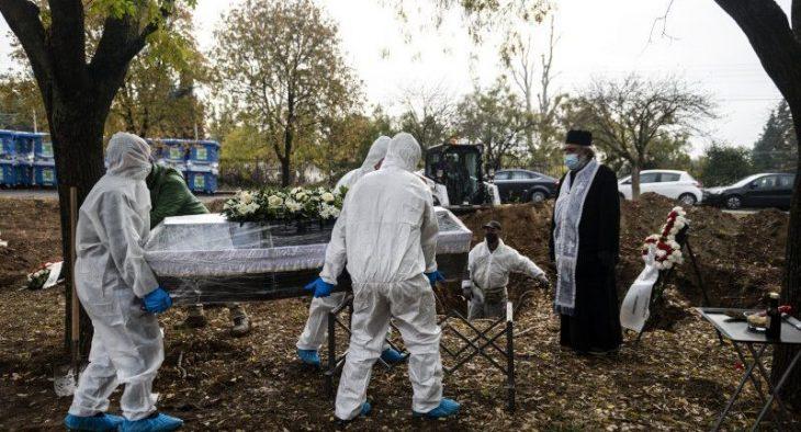 Πολίτες ζητούν εκταφές συγγενών τους για να αποδείξουν ότι δεν πέθαναν από κoρονοϊό
