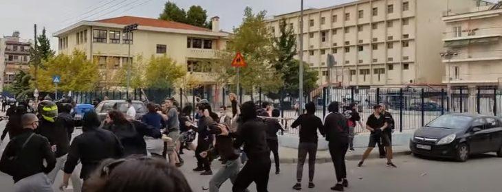 «Έβαλαν κουκούλες και άρχισαν να μαχαιρώνουν και να χτυπάνε κόσμο» – Άγρια επεισόδια σε σχολείο στη Σταυρούπολη