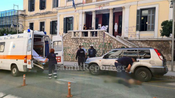 Έκοψε τις φλέβες του με ξυράφι στο κέντρο της πόλης για να γράψει το όνομα της πρώην του σε τοίχο – Τραγικό περιστατικό στην Λαμία