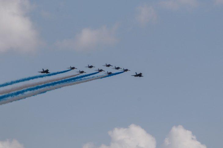 Γαλλικά αεροσκάφη: Σχημάτισαν τα ελληνικά χρώματα στον Αττικό ουρανό