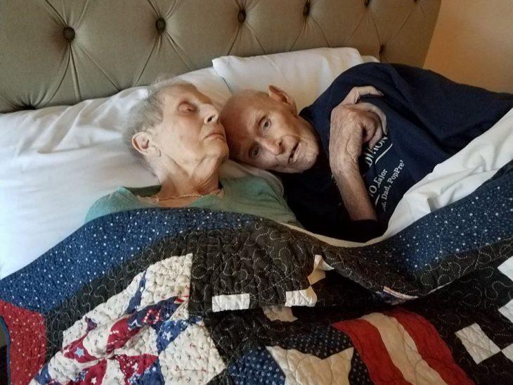 Ιστορία Αγάπης: Μετά από 71 χρόνια γάμου, «έφυγαν» μαζί την ίδια μέρα με 14 ώρες διαφορά