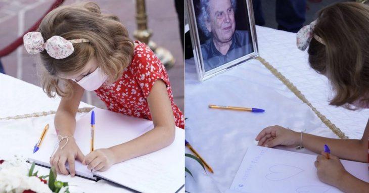 Κηδεία Μίκη Θεοδωράκη: Οι αφιερώσεις μικρού κοριτσιού στο βιβλίο συλλυπητηρίων