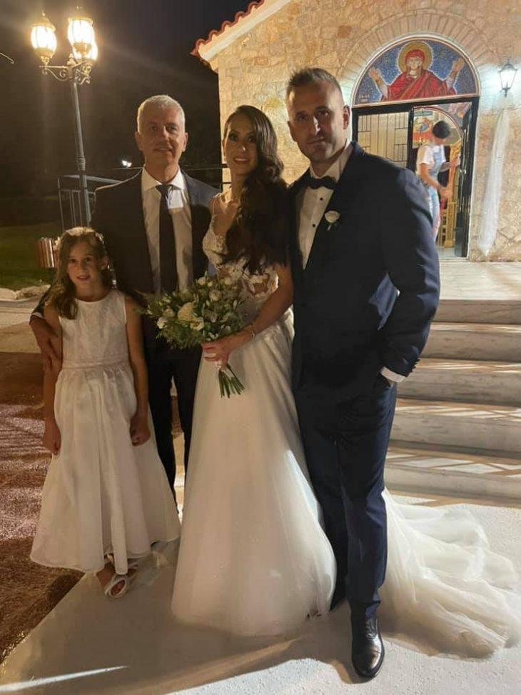 Κάρολαιν: Παντρεύτηκε ο αστυνομικός που κρατούσε την κόρης της στην αγκαλιά του