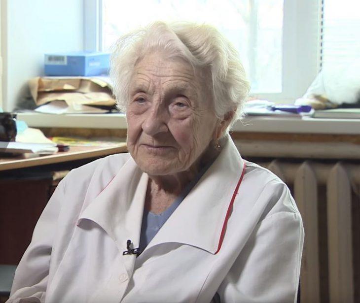 91χρονη γιατρός κάνει 4 χειρουργεία ημερησίως και αρνείται να βγει στη σύνταξη