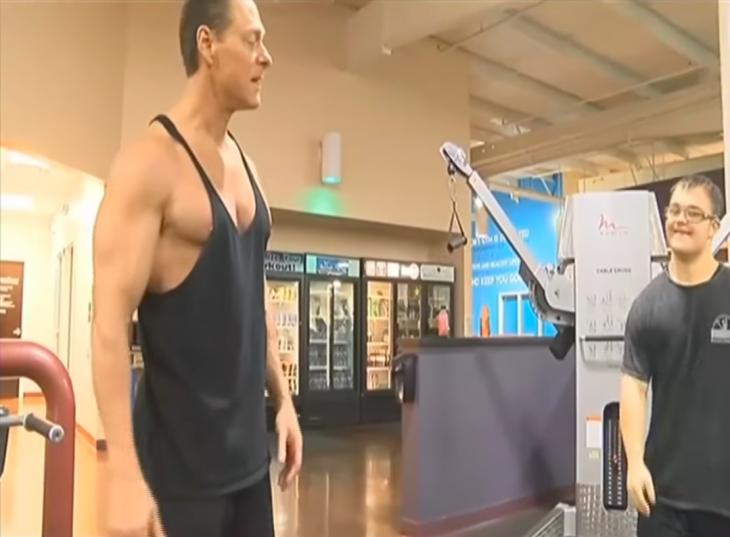 23χρονος άνδρας με Σύνδρομο Down εκπληρώνει το όνειρο του να γίνει body builder – Πηγαίνει καθημερινά στο γυμναστήριο