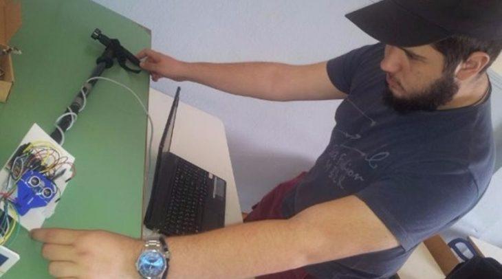16χρονο Ελληνόπουλο από την Ημαθία κατασκεύασε το πρώτο «έξυπνο μπαστούνι» για τυφλούς