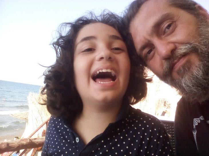 Η μητέρα του Μανώλη, ενός παιδιού με αυτισμό, μας αφηγείται την ιστορία τους