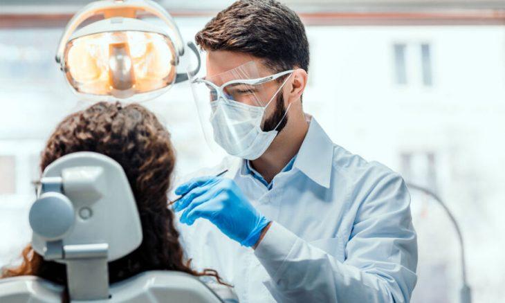 Μόνο με rapid test στον οδοντίατρο: Το πρώτο επίσημο μέτρο για τους πλήρως εμβολιασμένους