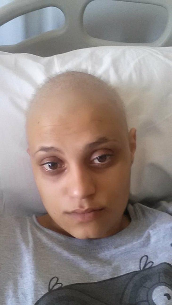 «Άγγιζα τα μαλλιά μου και έμεναν τούφες στα χέρια»: Η Στέλλα στα 32 της μιλά για τις χημειοθεραπείες και συγκινεί