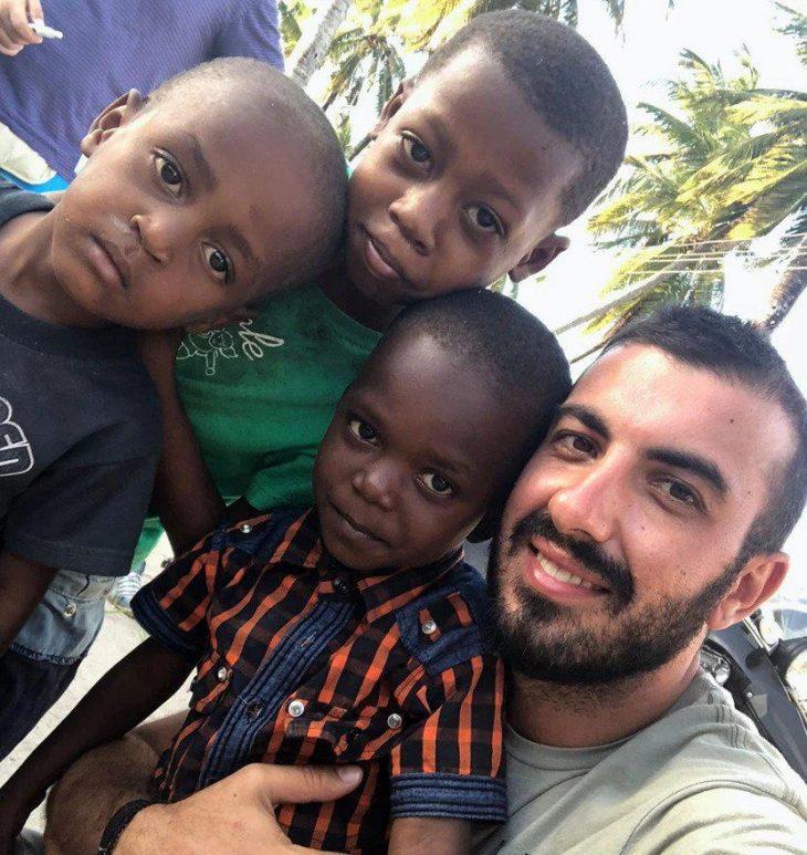 Ρένος Φουντουλάκης: Έχτισε ένα σχολείο για τα παιδιά του χωριού της Ζανζιβάρης
