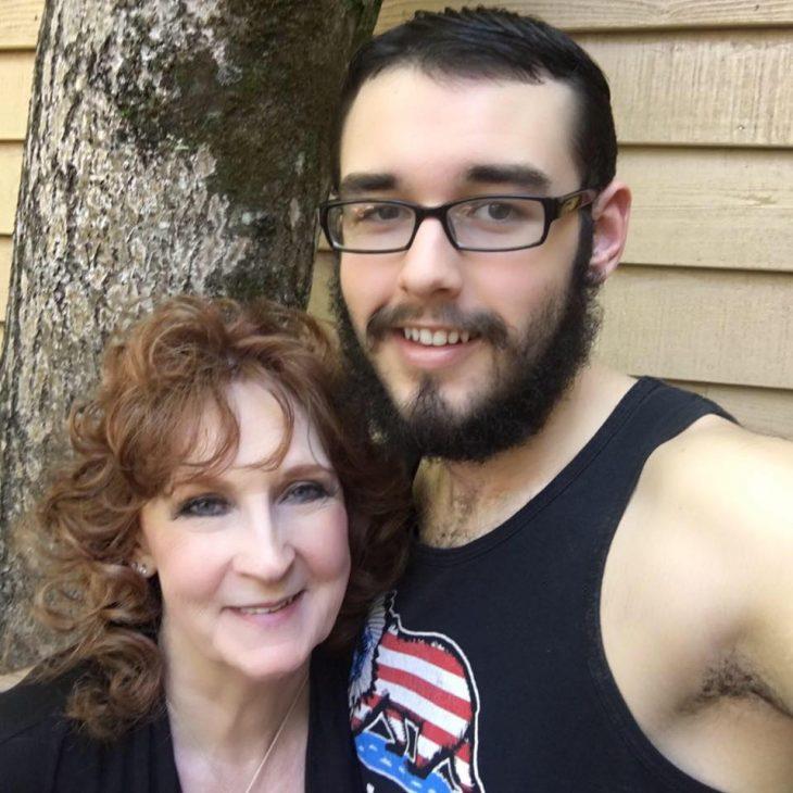 18χρονος γνώρισε 71χρονη στην κηδεία του γιου της και την παντρεύτηκε