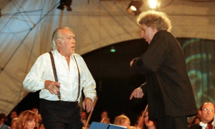 Μίκης Θεοδωράκης: Το συρτάκι με τον Άντονι Κουίν το 1995 στο Μόναχο
