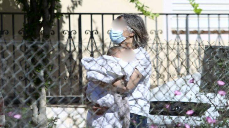 Σπάει τη σιωπή της η μητέρα του Μπάμπη Αναγνωστόπουλου: «Βλέπω την εγγονή μου 5 μέρες το μήνα»