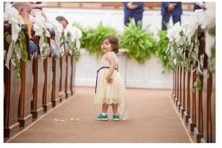 Κορίτσι 3 ετών που νίκησε τον καρκίνο έγινε παρανυφάκι στον γάμο της δότριας μυελού των οστών της