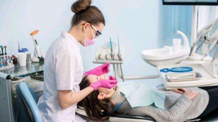 Ξεπερνούν τα 100ευρώ οι επισκέψεις στα οδοντιατρεία για τους ανεμβολίαστους