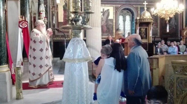 Μέγα το θαύμα της Παναγίας στην Χρυσοσπηλαιώτισσα: Παιδί βρήκε τη μιλιά του μπροστά στην εικόνα της Παναγίας