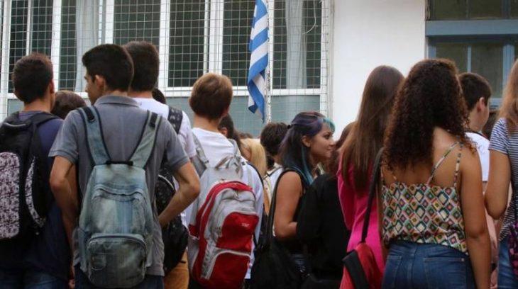 Μαθητές γυμνασίου συγκέντρωσαν χρήματα και τα πρόσφεραν στο ΕΚΑΒ για αγορά απινιδωτή