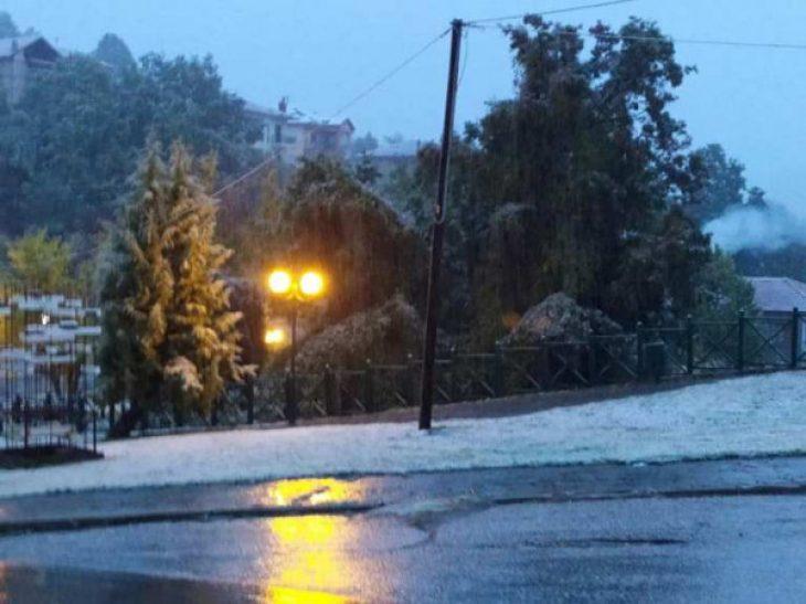 """Κακοκαιρία """"Μπάλλος"""": Έπεσαν τα πρώτα χιόνια στη Φλώρινα και το σκηνικό είναι παραμυθένιο"""