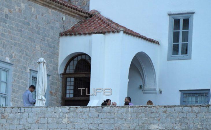 Κωστής Μαραβέγιας – Τόνια Σωτηροπούλου: Οι πρώτες φωτογραφίες από τον μυστικό γάμο του ζευγαριού