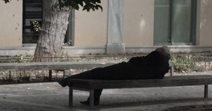 Στο δρόμο 85χρονος μετά το θάνατο της συζύγου του –  Του έκανε έξωση ο ίδιος του ο γιος