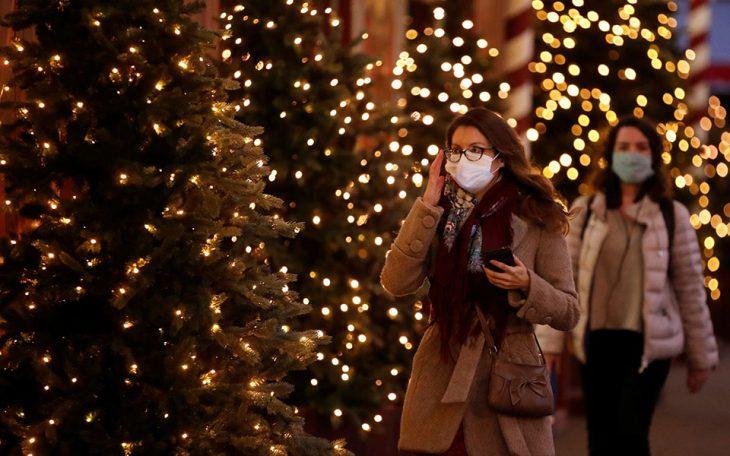 «Lockdown» για τους ανεμβολίαστους τα Χριστούγεννα: Τα 2 μέτρα που θα ισχύσουν φέτος